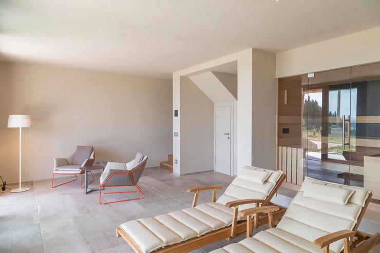 Altro dettaglio zona relax / SPA Soffici e Galgani Architetti Spa minimalista