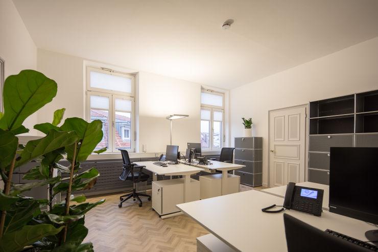 Büroraum Arbeitsplätze Kaldma Interiors - Interior Design aus Karlsruhe