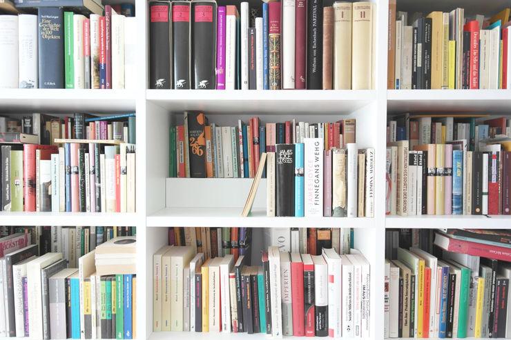 GANTZ-Bücherstufe GANTZ - Regale und Einbauschränke nach Maß Minimalistische Arbeitszimmer Holzwerkstoff Weiß