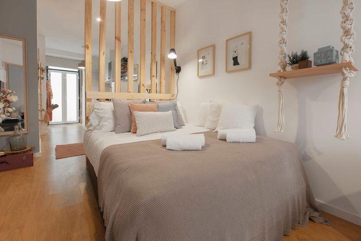 Zona de Dormir Rafaela Fraga Brás Design de Interiores & Homestyling Quartos pequenos Bege