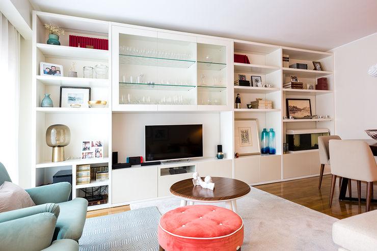 Sala de estar - Moradia em Miramar - SHI Studio Interior Design ShiStudio Interior Design Salas de estar modernas