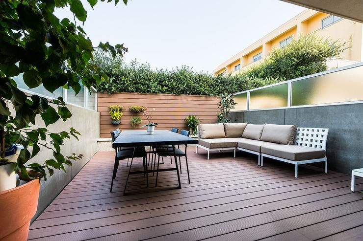 Zona exterior - Moradia em Miramar - SHI Studio Interior Design ShiStudio Interior Design Varandas, marquises e terraços modernos