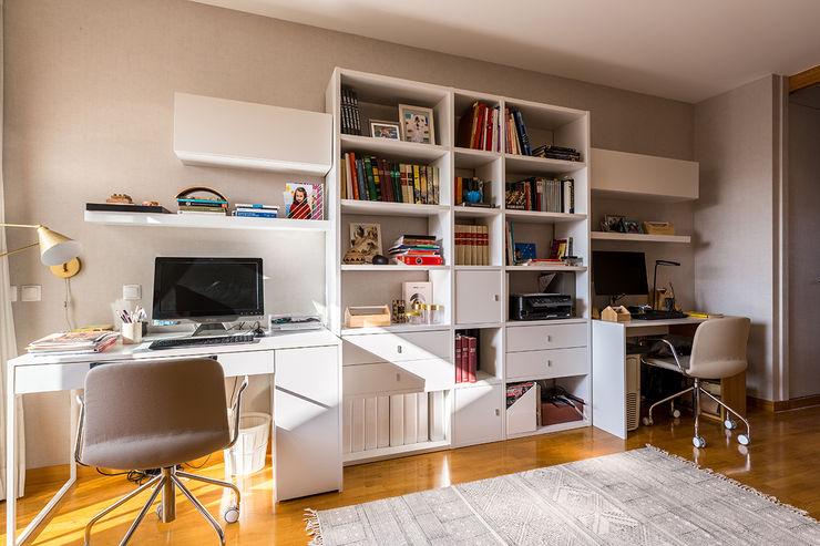 Escritório - Moradia em Miramar - SHI Studio Interior Design ShiStudio Interior Design Escritórios modernos