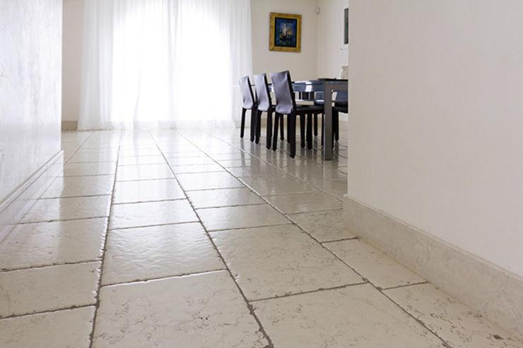 Interni in pietra Bianco Ducale Viel Emozioine Pietra Sala da pranzo in stile mediterraneo Marmo Bianco