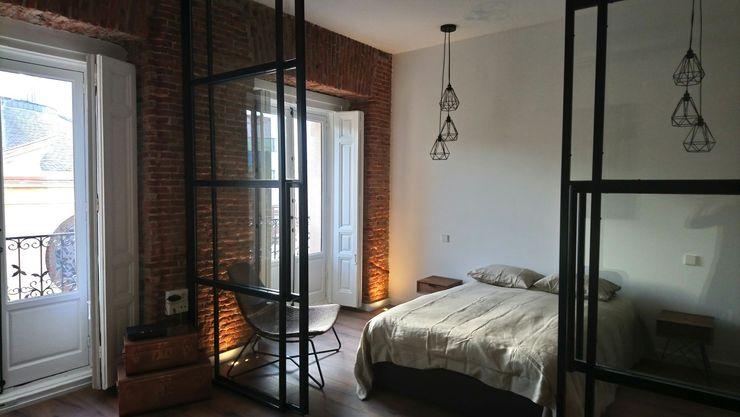 Apartamento turístico en La Latina GARMA+ZAMBRANO Arquitectura Dormitorios de estilo industrial