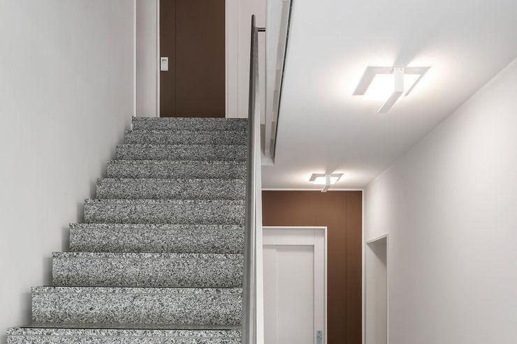 Hilger Architekten Pasillos, vestíbulos y escaleras de estilo moderno Granito Marrón