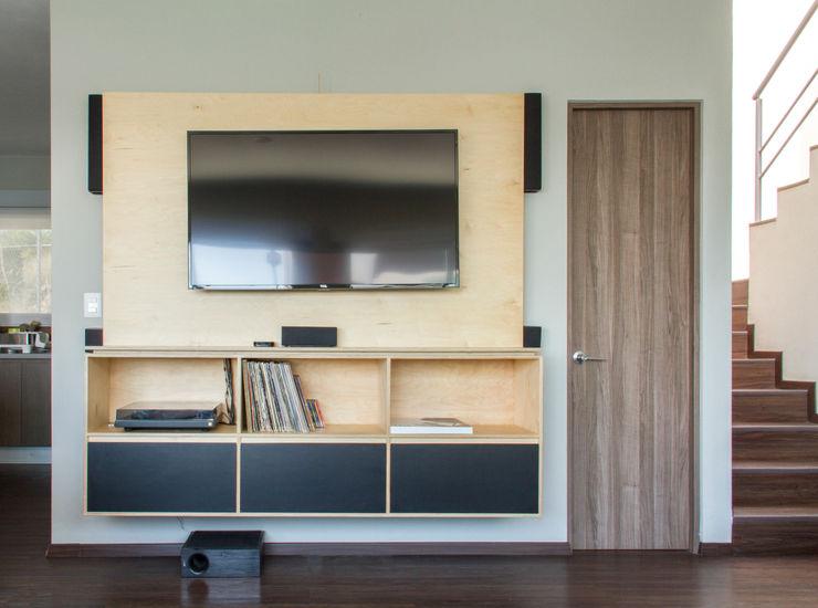 Panel centro de entretenimiento RUMMI Sala multimediaMuebles Contrachapado Acabado en madera