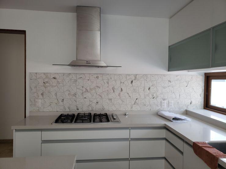 Muebles de cocina Constructora CYB Spa Cocinas de estilo moderno