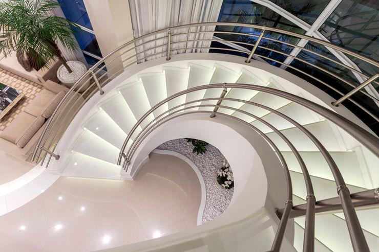 Casa Mont Blanc Designer de Interiores e Paisagista Iara Kílaris Escadas