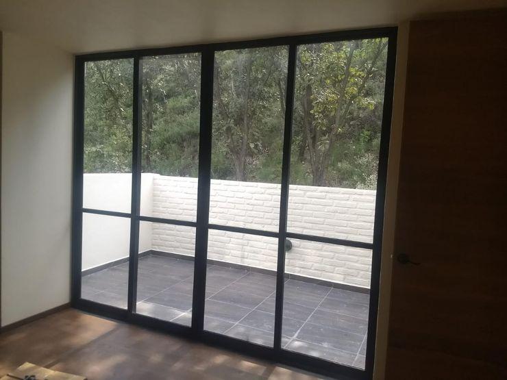vertikal Modern balcony, veranda & terrace