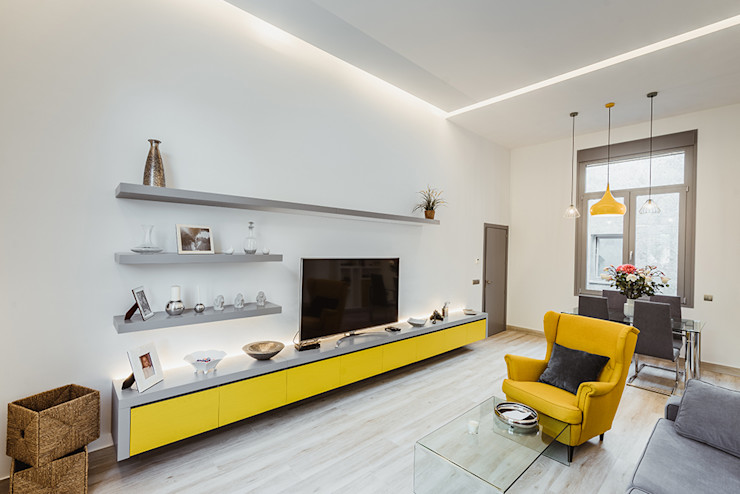 Sencillo salón moderno de casa en Toledo. OOIIO Arquitectura Salones de estilo moderno Madera Blanco