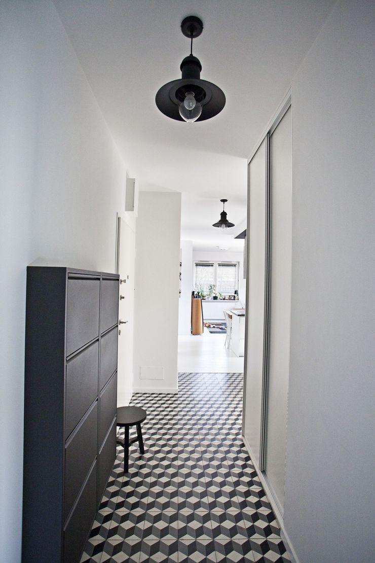 Cerames Classic corridor, hallway & stairs White