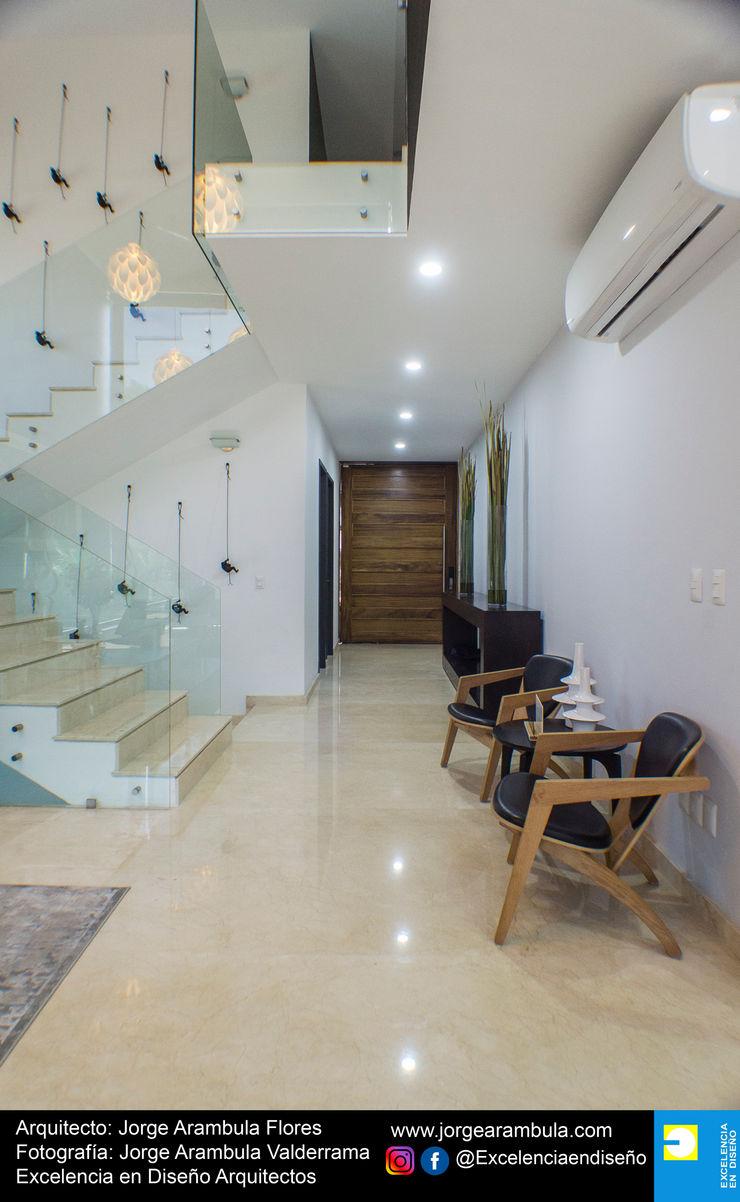 Casa La Nogalera Excelencia en Diseño Pasillos, vestíbulos y escaleras minimalistas