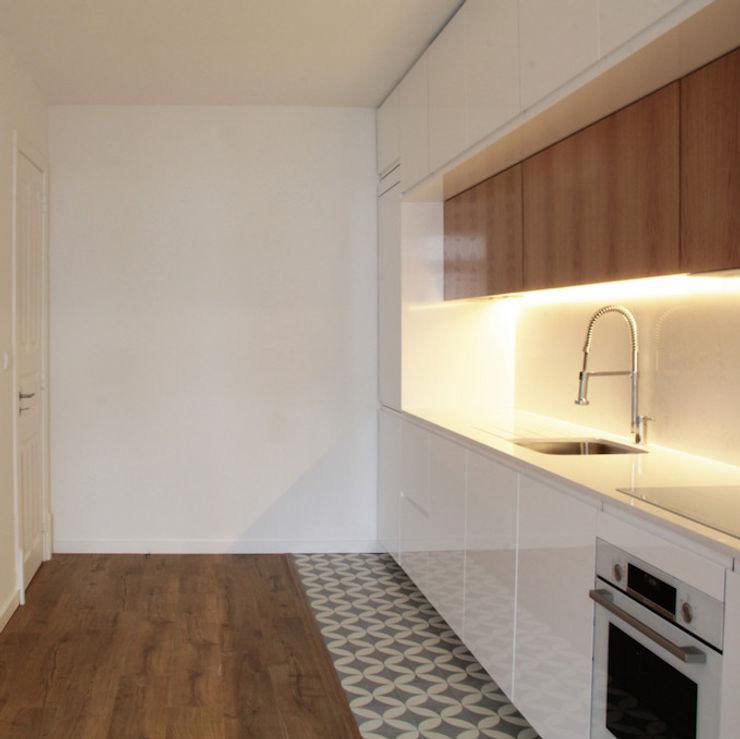 meta.atelier Modern kitchen