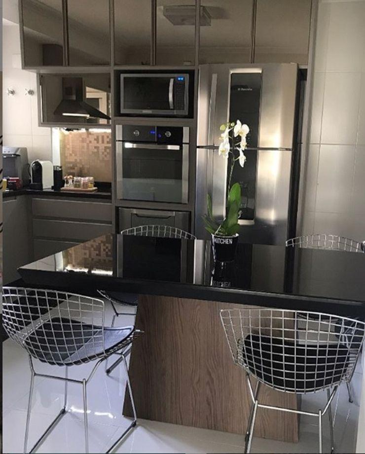 Cozinha planejada STUDIO SPECIALE - ARQUITETURA & INTERIORES Armários e bancadas de cozinha Madeira Preto