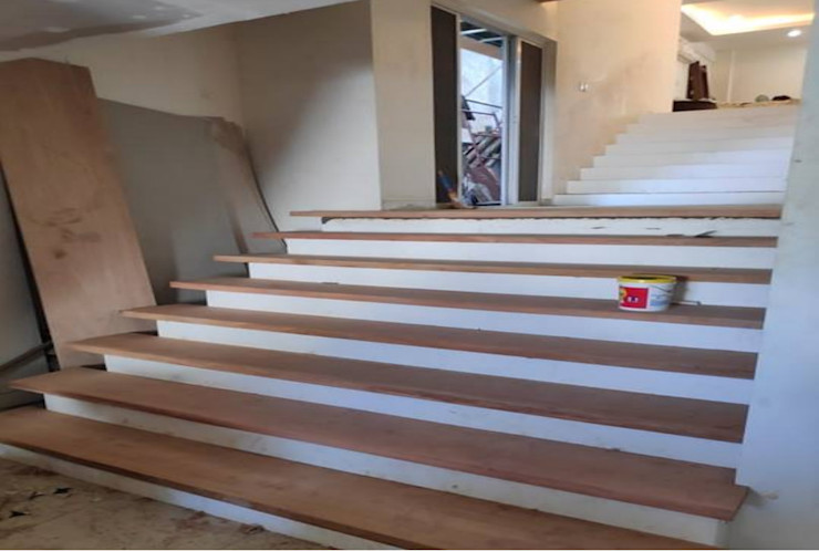 View of Stairs, showing the split-level design at the portion of the Kitchen and Dining Areas Structura Architects