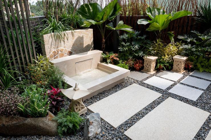 水池採用精緻的處理手法,把過濾、排水等設施都隱藏起來,讓水池看起來清澈乾淨 大地工房景觀公司 Garden Swim baths & ponds