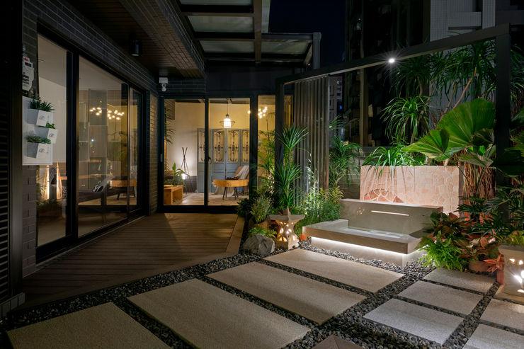 牆面也掛著一些簡單的植栽點綴 大地工房景觀公司 Tropical style walls & floors