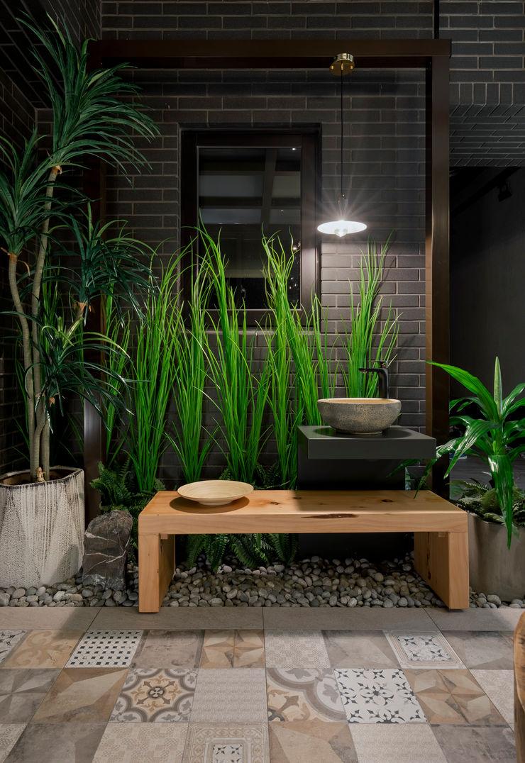 吊掛的燈具照明在夜晚帶來點睛的效果 大地工房景觀公司 Garden Lighting