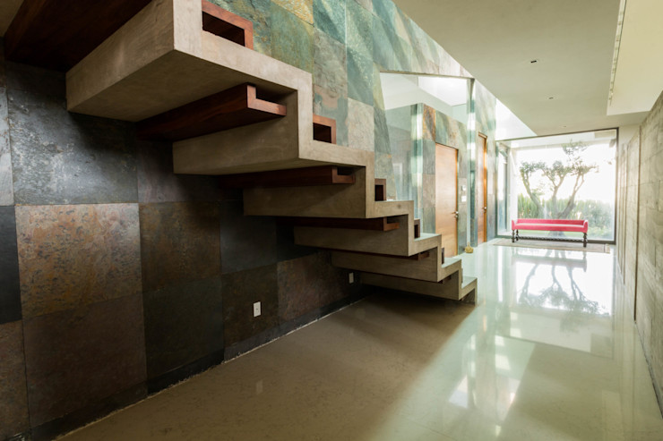 Escalera principal GRUPO VOLTA Escaleras Concreto Gris