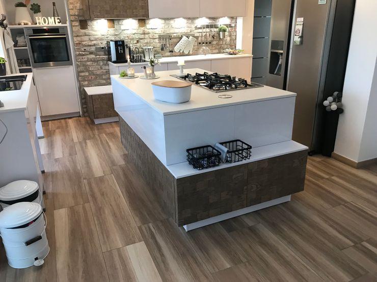 Hygge Küche - Pure Gemütlichkeit mit dem Design von Holzfliesen Elmar Franke Fliesenlegermeisterbetrieb e.K. Skandinavische Küchen