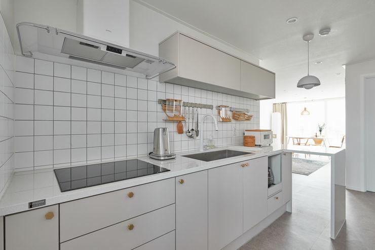 BK Design Studio Cocinas de estilo escandinavo