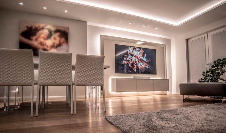 Exklusive Lichtplanung einer Designer Wohnung Moreno Licht mit Effekt - Lichtplaner Moderne Wohnzimmer