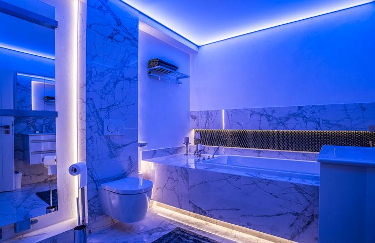 Exklusive Lichtplanung einer Designer Wohnung Moreno Licht mit Effekt - Lichtplaner Moderne Badezimmer