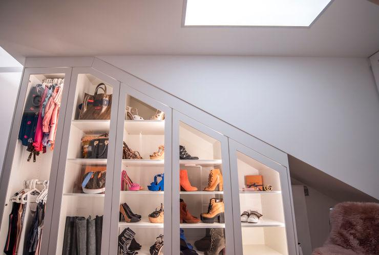 Exklusive Lichtplanung einer Designer Wohnung Moreno Licht mit Effekt - Lichtplaner Moderne Ankleidezimmer