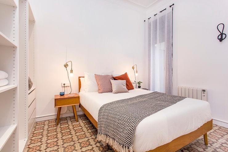 Piso en Barcelona La Casa Marta Dormitorios de estilo moderno