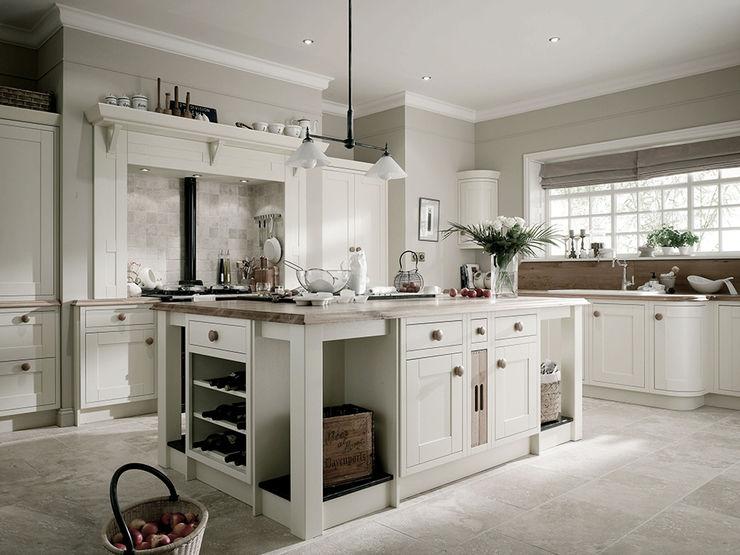 Landlord-Living.de / Küper Interior GmbH Cucina rurale Legno massello Bianco