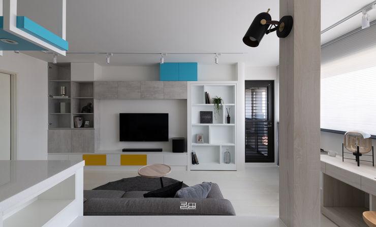 客廳小坪數大空間,室內設計,空間設計,裝潢,邑田 邑田空間設計 Minimalist living room White