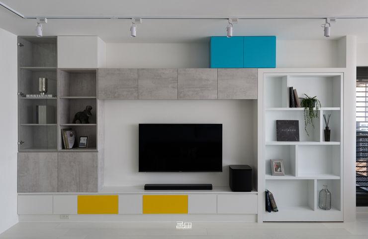 電視牆 邑田空間設計 Minimalist living room White