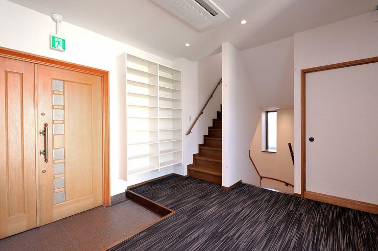 つなぐデザインマネジメント合同会社 Asian style corridor, hallway & stairs