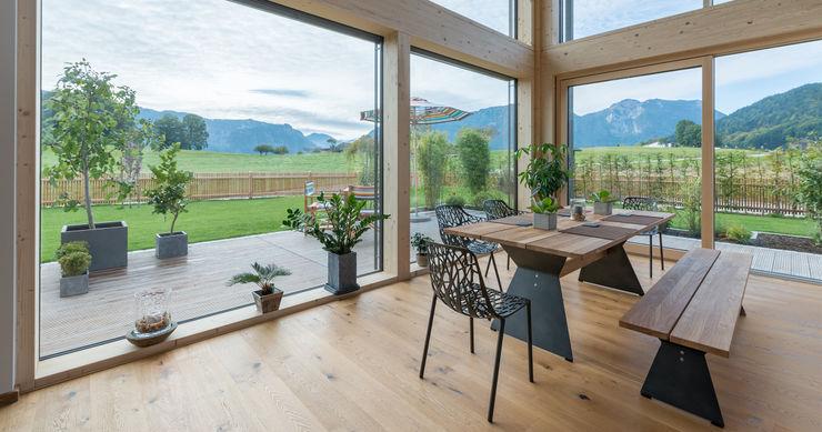 Bau-Fritz GmbH & Co. KG Modern Dining Room