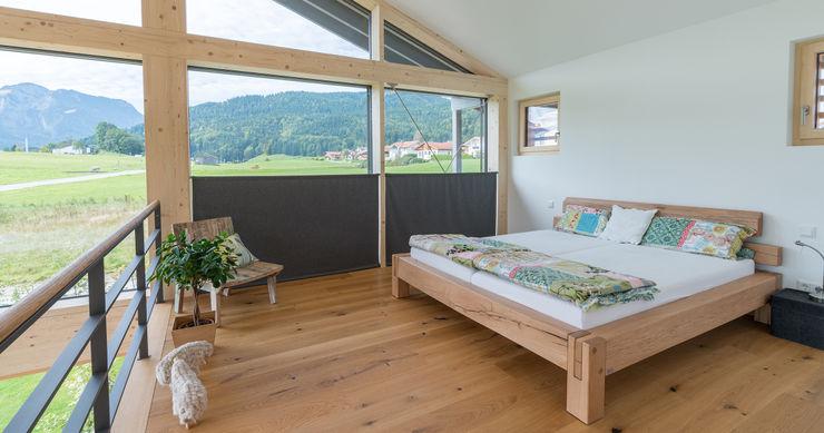 Bau-Fritz GmbH & Co. KG Modern Bedroom