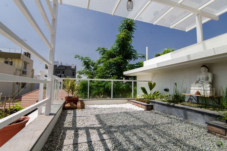 Balcony treated as garden de square Balcony