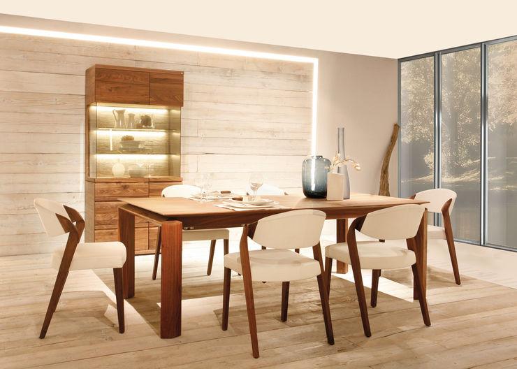 Table de repas LOFT et chaises SPIN en noyer massif, design de Martin Ballendat Imagine Outlet Salle à mangerTables Bois Marron