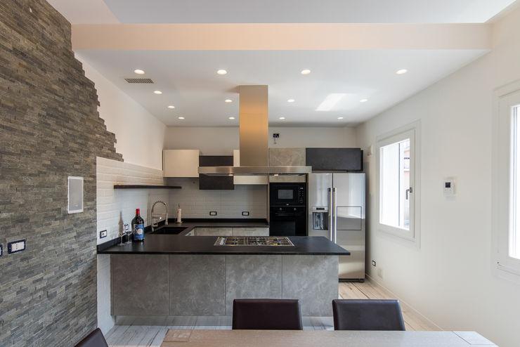 Homeled Nhà bếp phong cách hiện đại