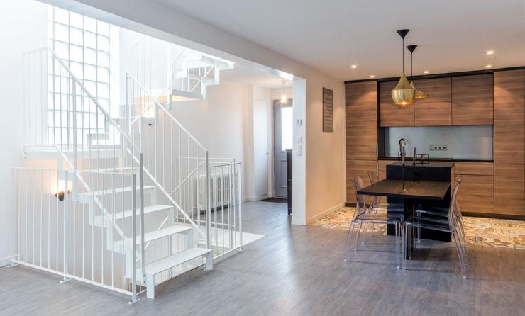 Vue de l'escalier, de la cuisine et de la salle à manger Créateurs d'Interieur Escalier