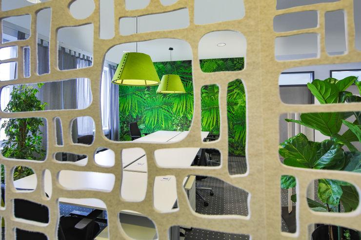 kleiner abgeteilter Open Space Bereich Kaldma Interiors - Interior Design aus Karlsruhe Ausgefallene Bürogebäude
