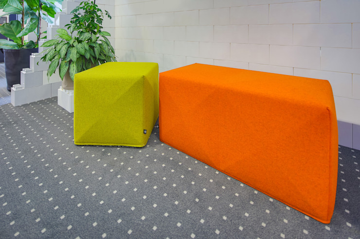 Sitzwürfel für den Empfangsbereich Kaldma Interiors - Interior Design aus Karlsruhe Ausgefallene Bürogebäude