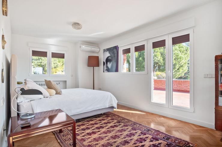 Arquigestiona Reformas S.L. Moderne Schlafzimmer Weiß