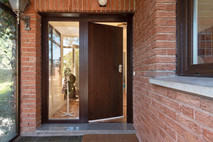 Arquigestiona Reformas S.L. Moderner Flur, Diele & Treppenhaus Holz Holznachbildung