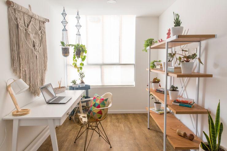 Estudio Casa de Tres Estudios y despachos de estilo rústico