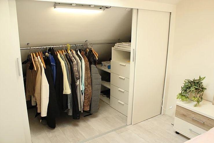 Bedroom small walk-in LaTr Interior Scandinavische kleedkamers Wit