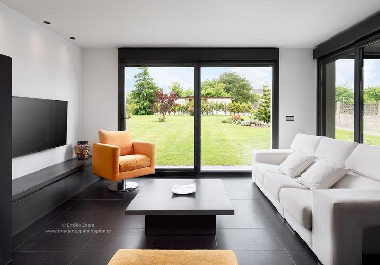 Salón con vistas. arQmonia estudio, Arquitectos de interior, Asturias Salones de estilo moderno