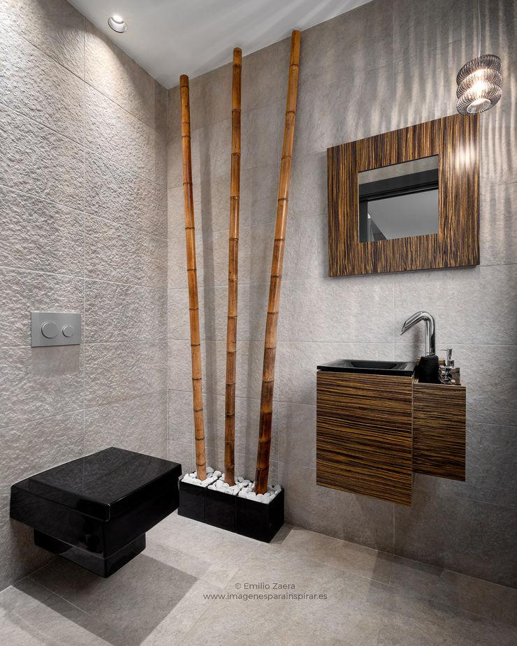 Aseo de cortesía. arQmonia estudio, Arquitectos de interior, Asturias Baños de estilo moderno