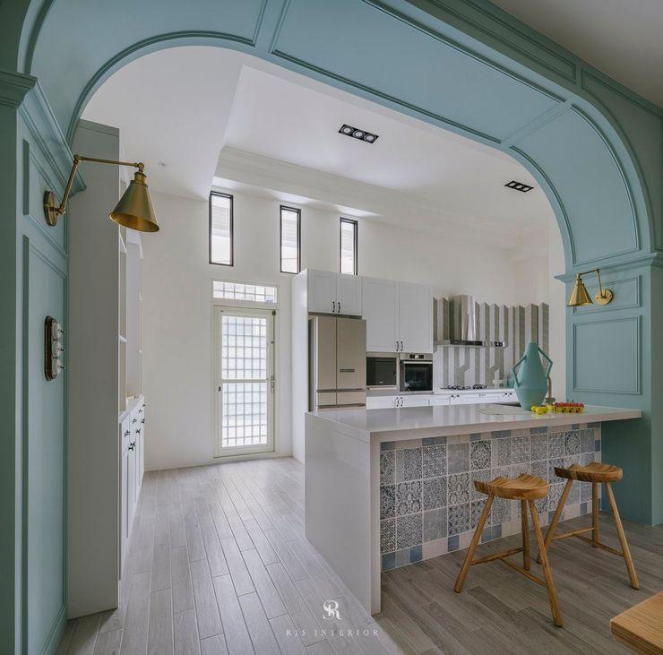 紛染.綿綿 Trochee of Tints 理絲室內設計有限公司 Ris Interior Design Co., Ltd. 小廚房 複合木地板 Blue