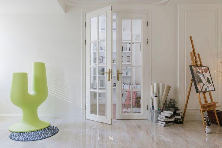 紛染.綿綿 Trochee of Tints 理絲室內設計有限公司 Ris Interior Design Co., Ltd. 室內門 木頭 White